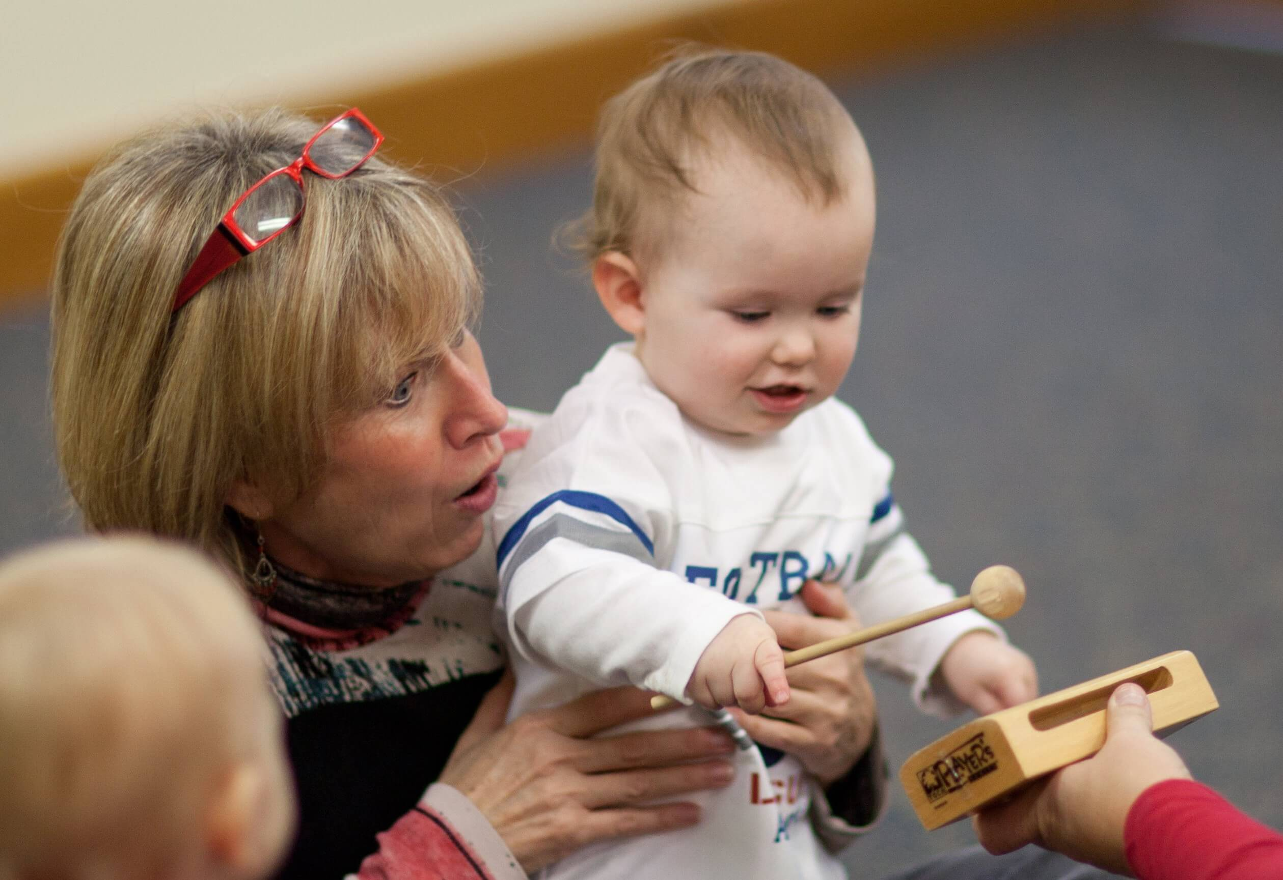 Photo-Kindermusik-Baby-Mom-Xylophone-2519x1729