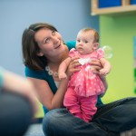 Photo-Kindermusik-Classroom-mom-daughter-holding-smiling-4000x2857